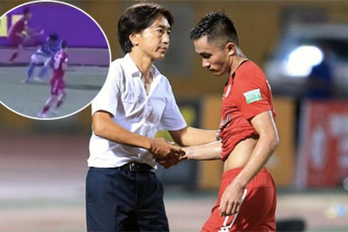 HLV Phan Thanh Hùng: Tôi nghĩ Sầm Ngọc Đức không cố ý chơi xấu Thế Hưng - Ảnh 1.