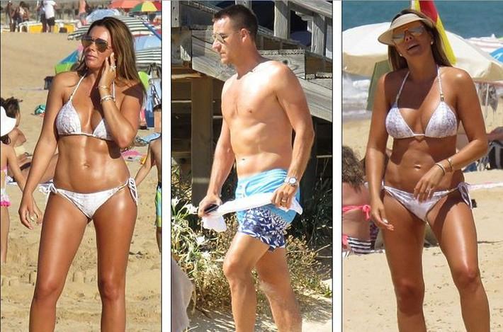 Vợ John Terry diện bikini bốc lửa trên bãi biển Bồ Đào Nha  - Ảnh 1.