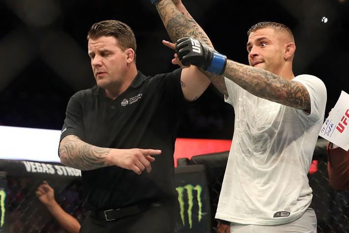 Tung liên hoàn đòn dài khó tin, võ sĩ người Mỹ nhuộm đỏ mặt cựu vương UFC - Ảnh 12.