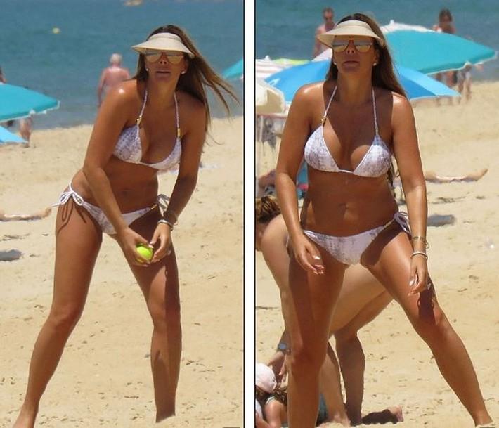 Vợ John Terry diện bikini bốc lửa trên bãi biển Bồ Đào Nha  - Ảnh 4.