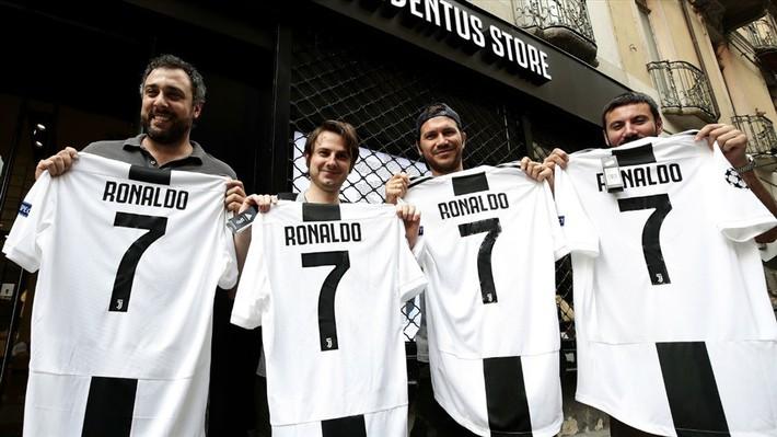 Higuain làm nền cho Ronaldo: Một lần và mãi mãi - Ảnh 2.