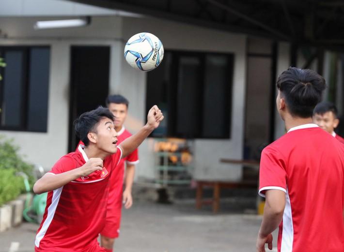 Trước nguy cơ bị loại, U19 Việt Nam còn gặp rắc rối trên đất Indonesia - Ảnh 6.