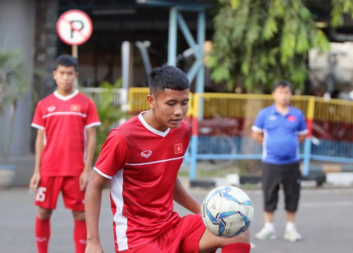 Trước nguy cơ bị loại, U19 Việt Nam còn gặp rắc rối trên đất Indonesia - Ảnh 7.
