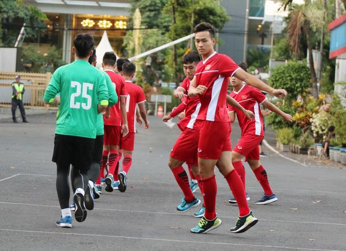 Trước nguy cơ bị loại, U19 Việt Nam còn gặp rắc rối trên đất Indonesia - Ảnh 4.