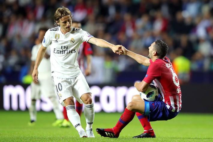 Ronaldo giận lôi đình vì bị Modric nẫng tay trên giải thưởng danh giá - Ảnh 1.