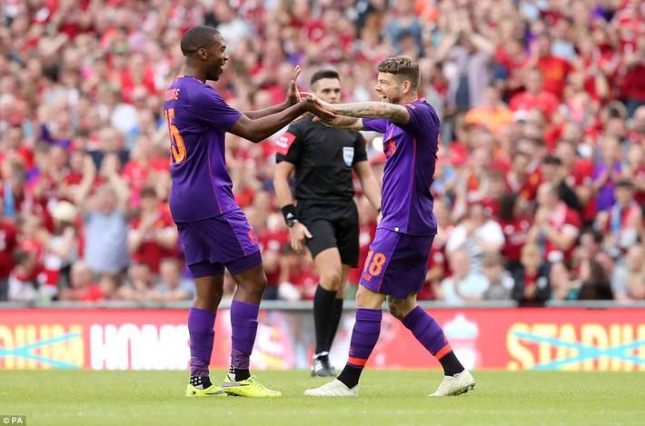 Sau màn vùi dập Man United, Liverpool dìm thêm Á quân Serie A trong mưa bàn thắng - Ảnh 5.