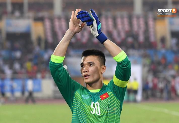 Cuộc trò chuyện với thầy Park và món quà đặc biệt Đặng Văn Lâm tặng U23 Việt Nam - Ảnh 2.