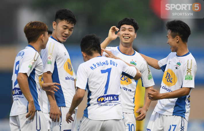 HLV Nguyễn Thành Vinh: Khác biệt của CLB Hà Nội chính là con người, Quang Hải chưa nên ra nước ngoài thi đấu lúc này - Ảnh 5.