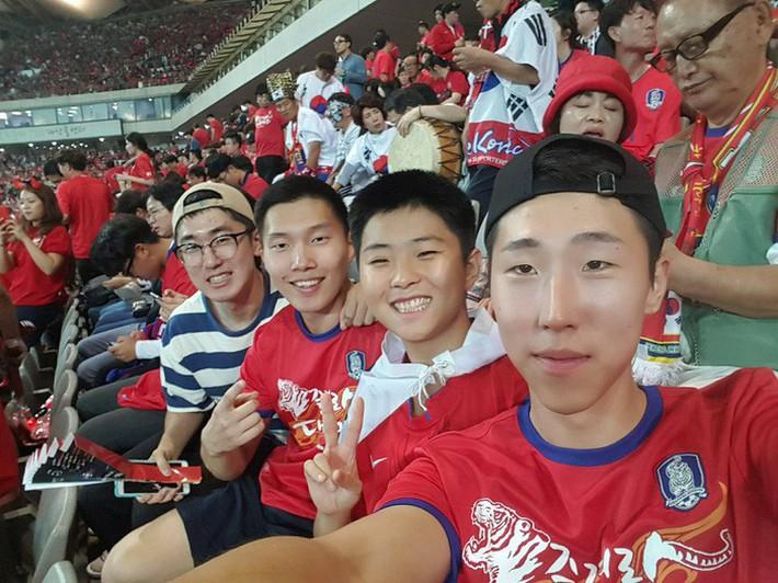 Ảnh đời thường của Lee Young Sub - trợ lý phiên dịch của HLV Park Hang Seo - Ảnh 2.
