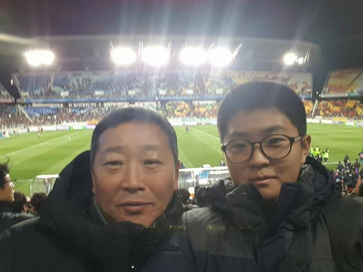 Ảnh đời thường của Lee Young Sub - trợ lý phiên dịch của HLV Park Hang Seo - Ảnh 4.