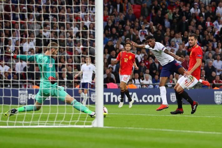 Liệu Mourinho có gạt qua sự ích kỷ để tạo nên một Rashford bùng nổ ở Man United? - Ảnh 1.
