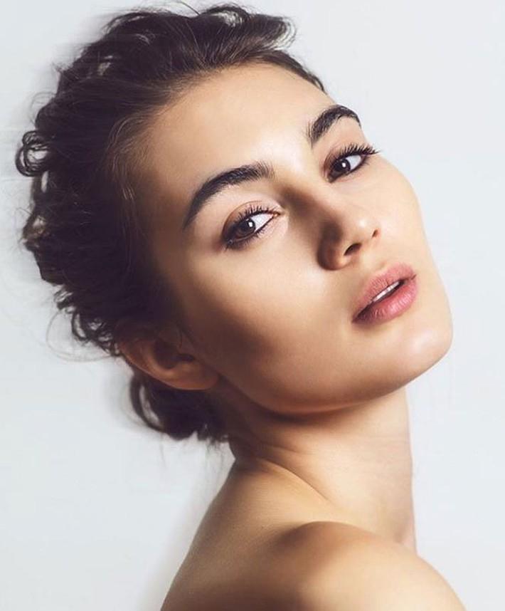 Nhan sắc tựa Hoa hậu của chị gái sao AS Roma - Ảnh 5.
