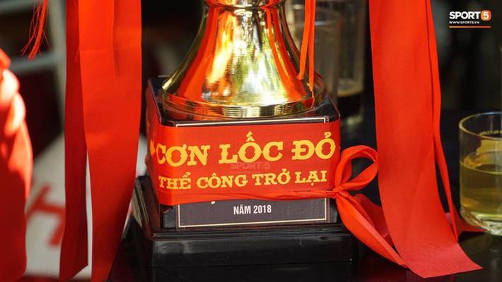 Trọng Đại cùng CĐV diễu hành chờ ngày tượng đài Thể Công trở lại V.League - Ảnh 7.