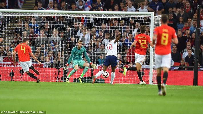 Bộ đôi cọc cạch Man United lập công, Tam sư vẫn nhấn chìm Wembley trong thất vọng - Ảnh 3.
