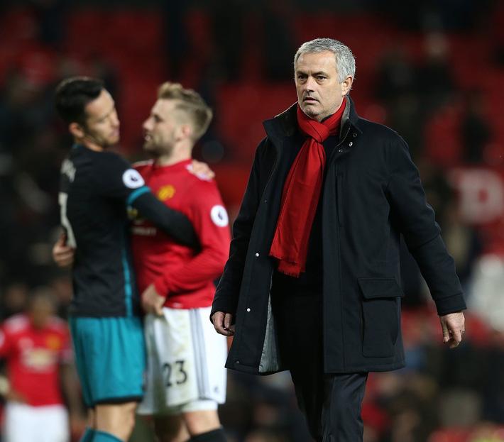 Dưới cái bóng của Man City, Man United đang run rẩy trong tay Mourinho - Ảnh 2.