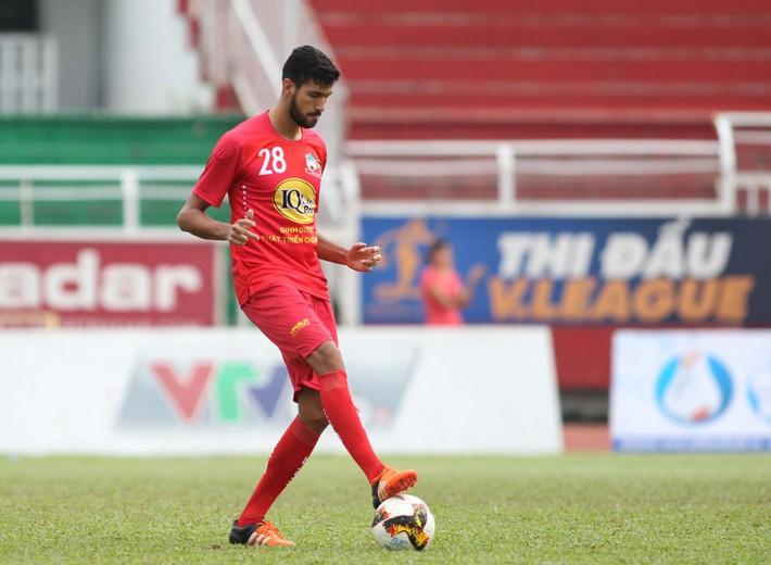 Trung vệ ngoại của HAGL gia nhập đội bóng hạng 2 Thái Lan - Ảnh 1.