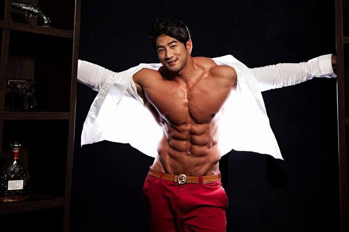 Hwang Chul Soon: Quái vật thể hình Hàn Quốc - Ảnh 1.