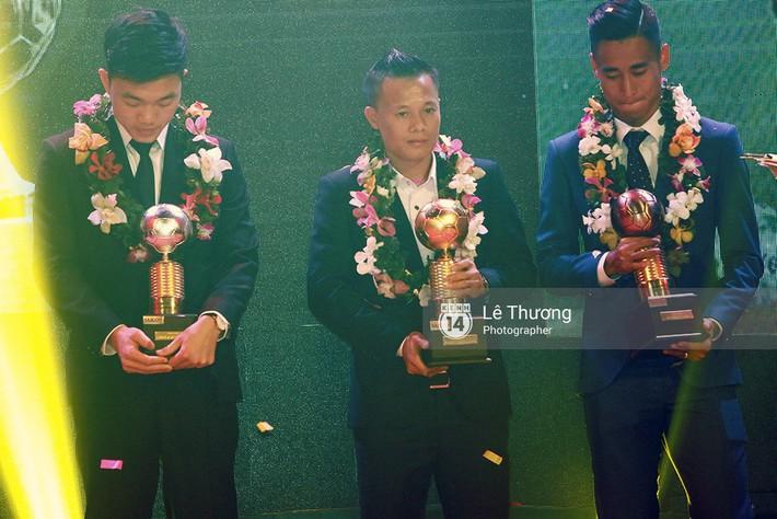 Đã tiến bộ rất nhiều, nhưng Gala Quả bóng vàng Việt Nam 2017 vẫn còn sạn - Ảnh 3.
