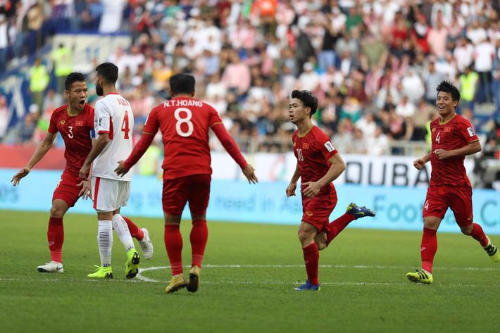 Góc nhìn nhà cái: U23 Việt Nam sảy chân trước U23 Jordan, bị đẩy vào kịch bản đầy éo le - Ảnh 1.