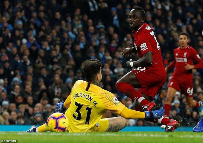Đánh bại Liverpool bằng 2 cú đòn sắc lẹm, Man City giải cứu cuộc đua Premier League - Ảnh 3.