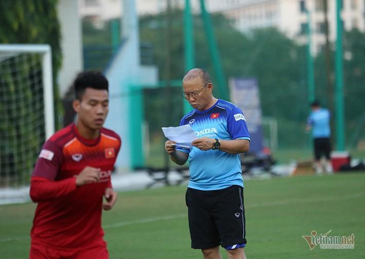 Tuyển Việt Nam đấu Malaysia: Thầy Park rối bời với Công Phượng - Ảnh 2.