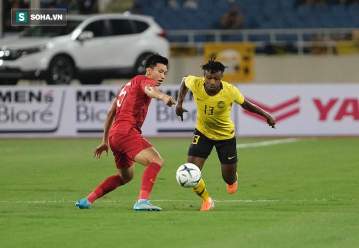 HLV Malaysia bất ngờ bỏ họp báo, trợ lý thừa nhận đội nhà thua tâm phục khẩu phục Việt Nam - Ảnh 2.