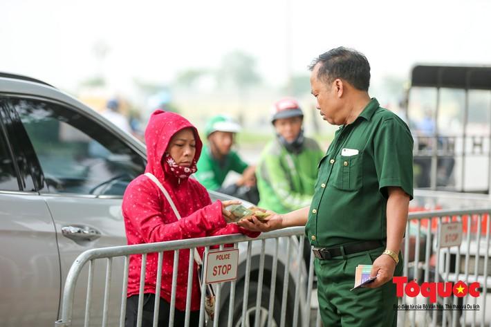 Thương binh xếp hàng mua vé trận Việt Nam - Malaysia, bán ngay cho chợ đen kiếm lời - Ảnh 8.