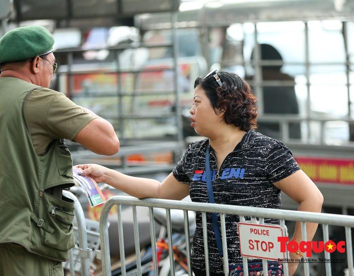 Thương binh xếp hàng mua vé trận Việt Nam - Malaysia, bán ngay cho chợ đen kiếm lời - Ảnh 9.