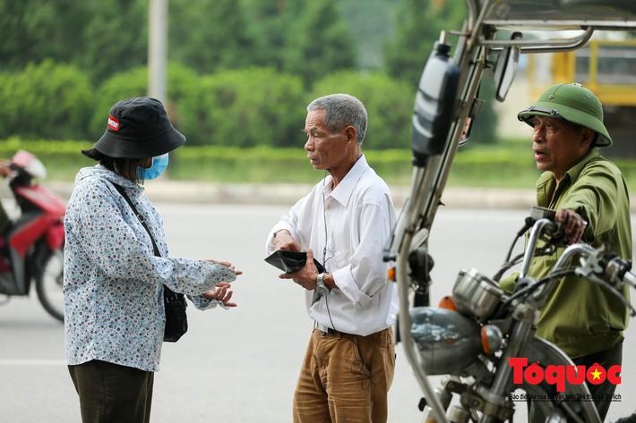 Thương binh xếp hàng mua vé trận Việt Nam - Malaysia, bán ngay cho chợ đen kiếm lời - Ảnh 10.