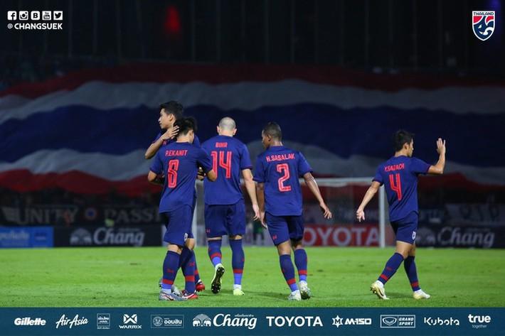 CĐV Thái Lan: Chúng ta sẽ vượt qua Việt Nam để giành ngôi đầu bảng - Ảnh 2.