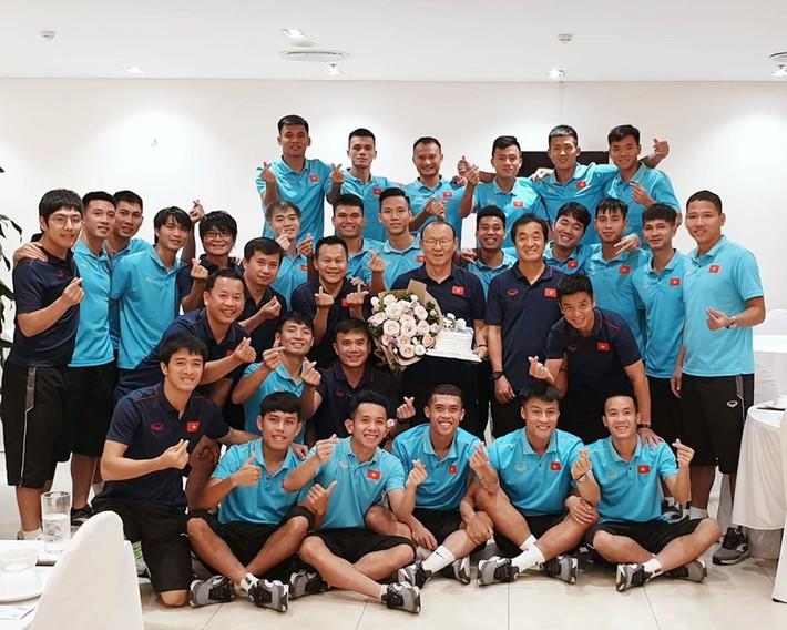 Nhân dịp sinh nhật bố, con trai thầy Park nói lời đặc biệt với CĐV Việt Nam và Xuân Trường - Ảnh 1.
