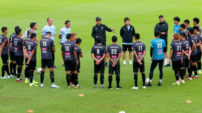 HLV Nishino và người Thái cay cú, thầy trò ông Park bình thản - Ảnh 4.