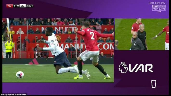 Xuất thần, Quỷ đỏ chặn đứng Liverpool bằng bàn thắng gợi nhớ pha bẻ còi tai tiếng ở V.League - Ảnh 1.