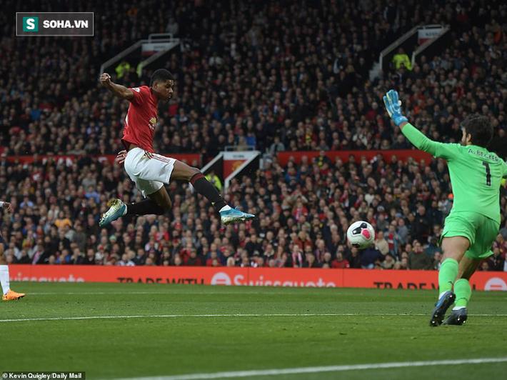Xuất thần, Quỷ đỏ chặn đứng Liverpool bằng bàn thắng gợi nhớ pha bẻ còi tai tiếng ở V.League - Ảnh 2.