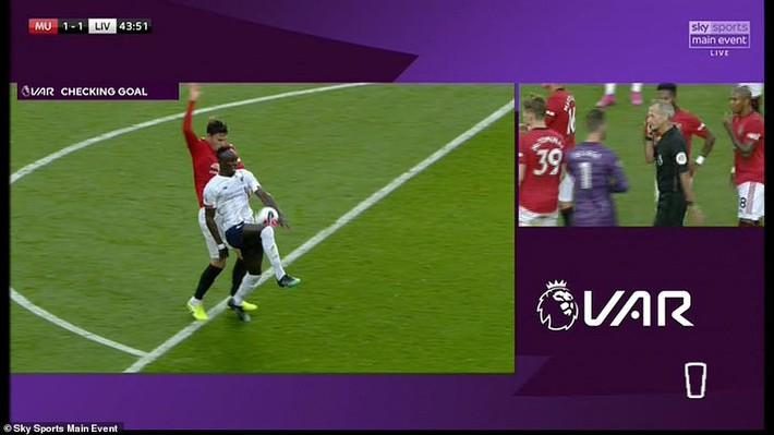 Xuất thần, Quỷ đỏ chặn đứng Liverpool bằng bàn thắng gợi nhớ pha bẻ còi tai tiếng ở V.League - Ảnh 3.