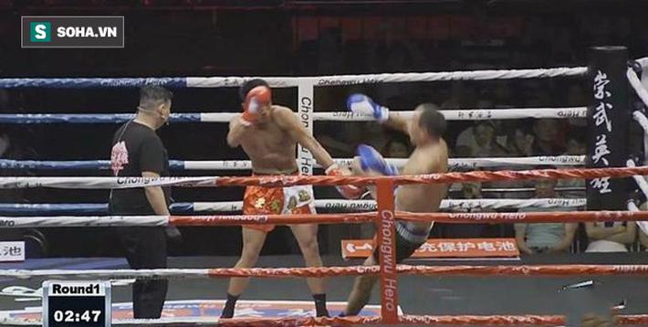 Được chấp kiểu xa luân chiến, võ sư Vịnh Xuân vẫn ăn đá tím mặt, bất tỉnh sau 74 giây - Ảnh 4.