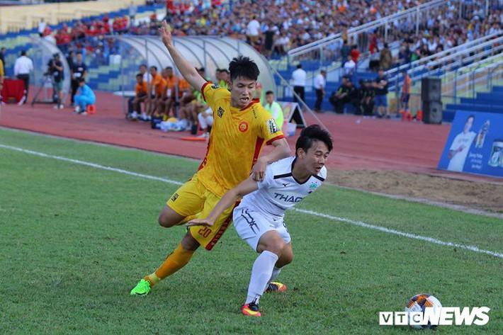 BLV Quang Huy: Nhiều CLB V-League thi đấu thiếu cạnh tranh, không khác gì tập thể dục - Ảnh 4.
