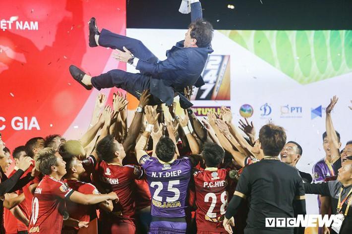 BLV Quang Huy: Nhiều CLB V-League thi đấu thiếu cạnh tranh, không khác gì tập thể dục - Ảnh 3.