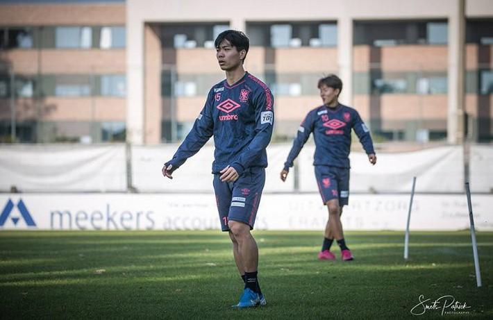 Công Phượng tập luyện trong mỏi mòn ngày ra sân ở Bỉ - Ảnh 1.