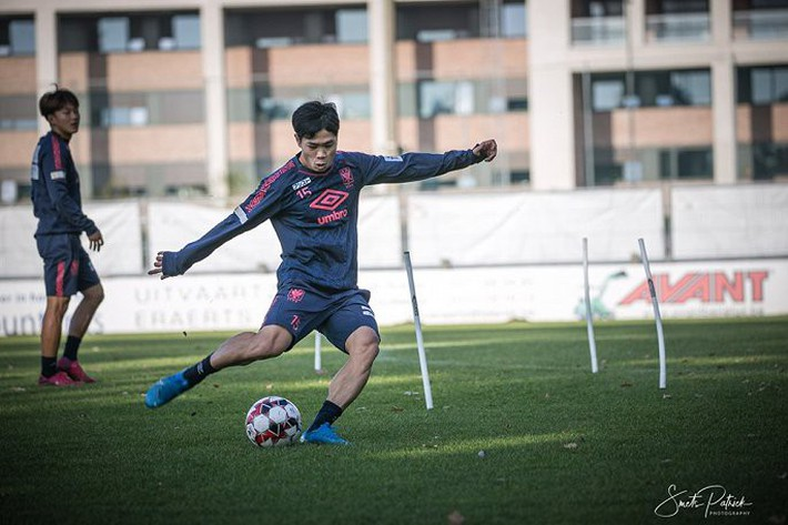 Công Phượng tập luyện trong mỏi mòn ngày ra sân ở Bỉ - Ảnh 2.