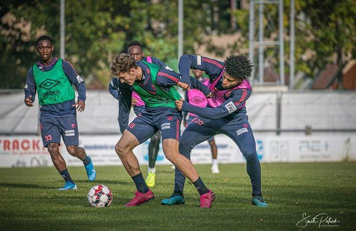 Công Phượng tập luyện trong mỏi mòn ngày ra sân ở Bỉ - Ảnh 7.
