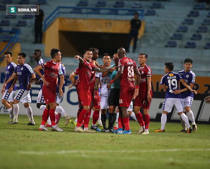 Sau pha tranh cãi làm đối thủ suýt bỏ đá, Hà Nội FC mở ra cơ hội làm điều chưa từng có - Ảnh 3.