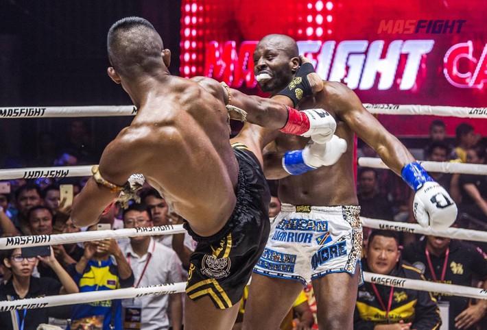 Thánh Muay Thái tung đòn sấm sét hạ gục võ sĩ từng 2 lần vô địch thế giới sau 4 phút - Ảnh 3.