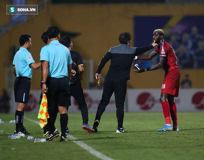 Sau pha tranh cãi làm đối thủ suýt bỏ đá, Hà Nội FC mở ra cơ hội làm điều chưa từng có - Ảnh 4.