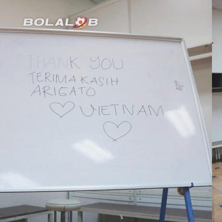 Rời Việt Nam bằng hình ảnh đẹp trong phòng thay đồ, Indonesia nhận mưa lời khen từ CĐV - Ảnh 1.