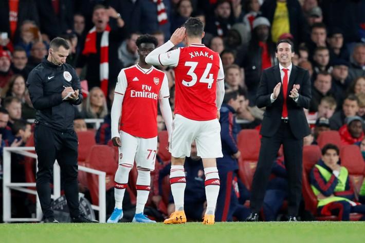 Chửi CĐV Arsenal, Xhaka bị tước băng đội trưởng - Ảnh 1.