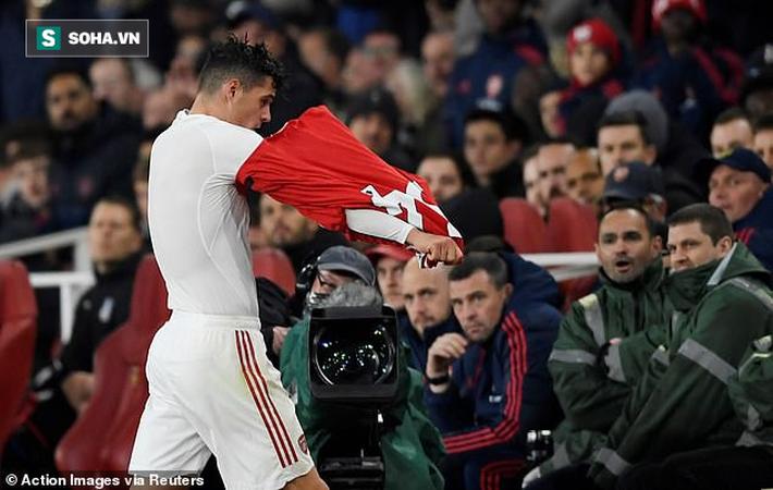 """Xhaka lại sắm vai """"tội đồ"""", Arsenal ném đi chiến thắng trong nỗi thất vọng tràn trề - Ảnh 1."""