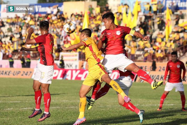 Vừa bản lĩnh vừa xuất thần, Thanh Hóa có chiến thắng quan trọng nhất mùa để ở lại V.League - Ảnh 2.