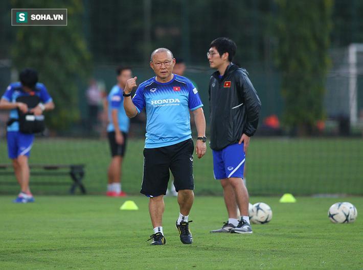 Fan Hàn Quốc hả hê khi thầy Park mạnh mẽ đáp trả HLV Nishino - Ảnh 1.