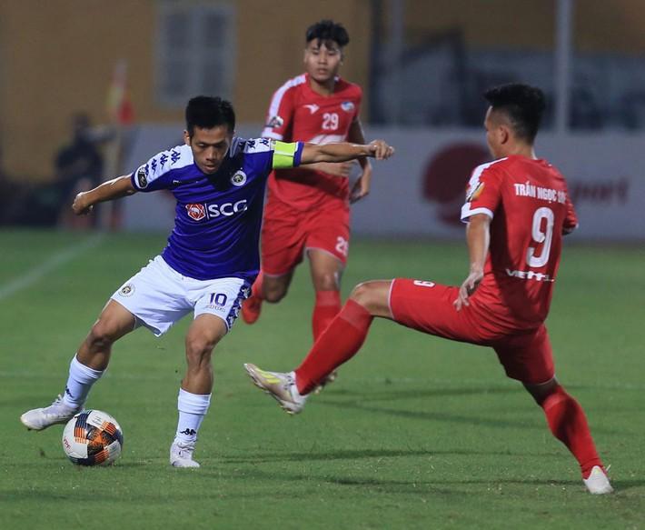 Sau 2 năm vắng bóng, Văn Quyết sẽ có tên trong cuộc đua Quả bóng vàng 2019? - Ảnh 1.